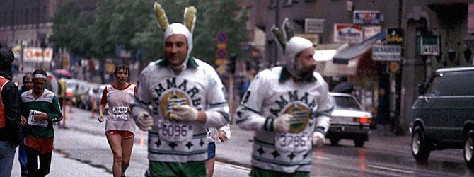 Två av Stockholm Maratons tusentals löpare. Foto  BENJAMIN THORÉN. e4643f52a7443